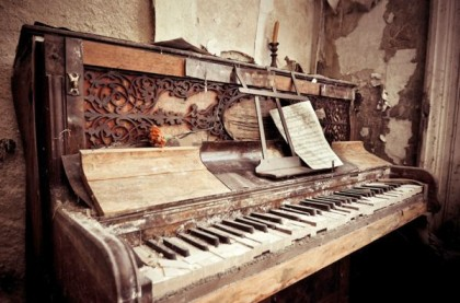 Berkyn Manor — Piano abîmé