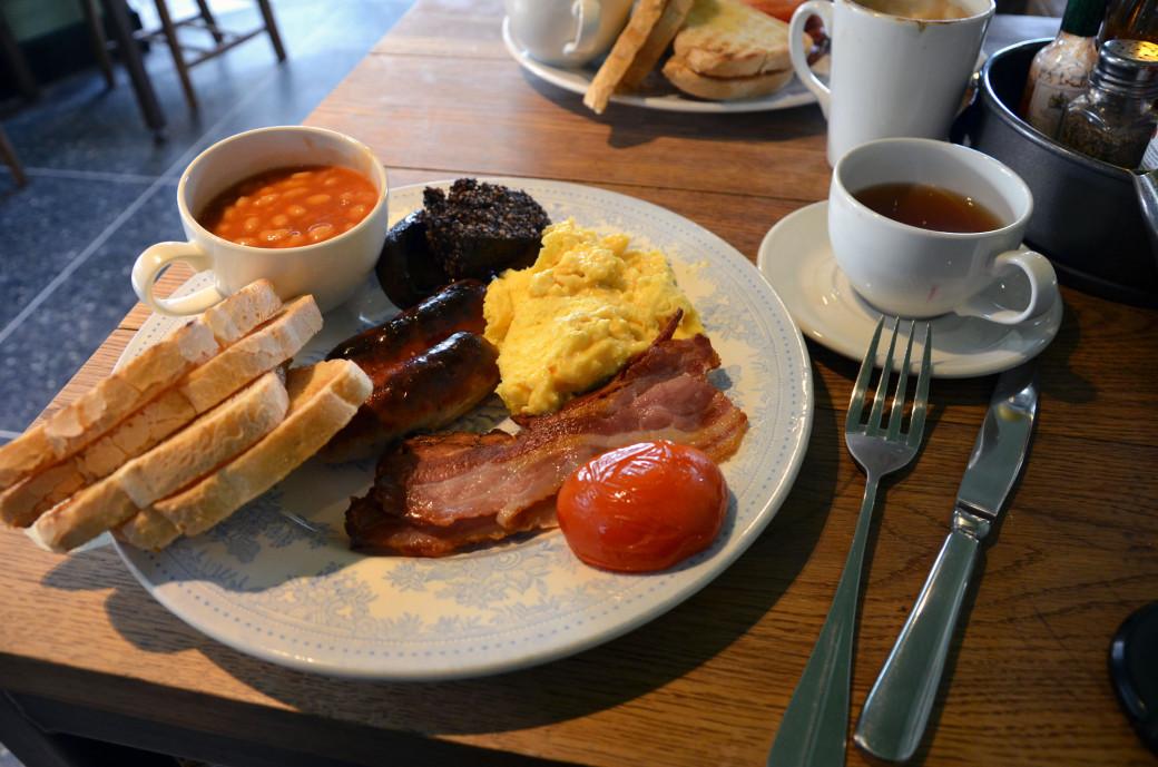 Petit-déjeuner anglais chez «The Serpentine»