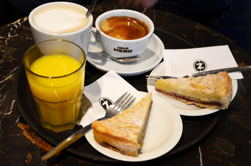 Petit-déjeuner chez Caffé Nero