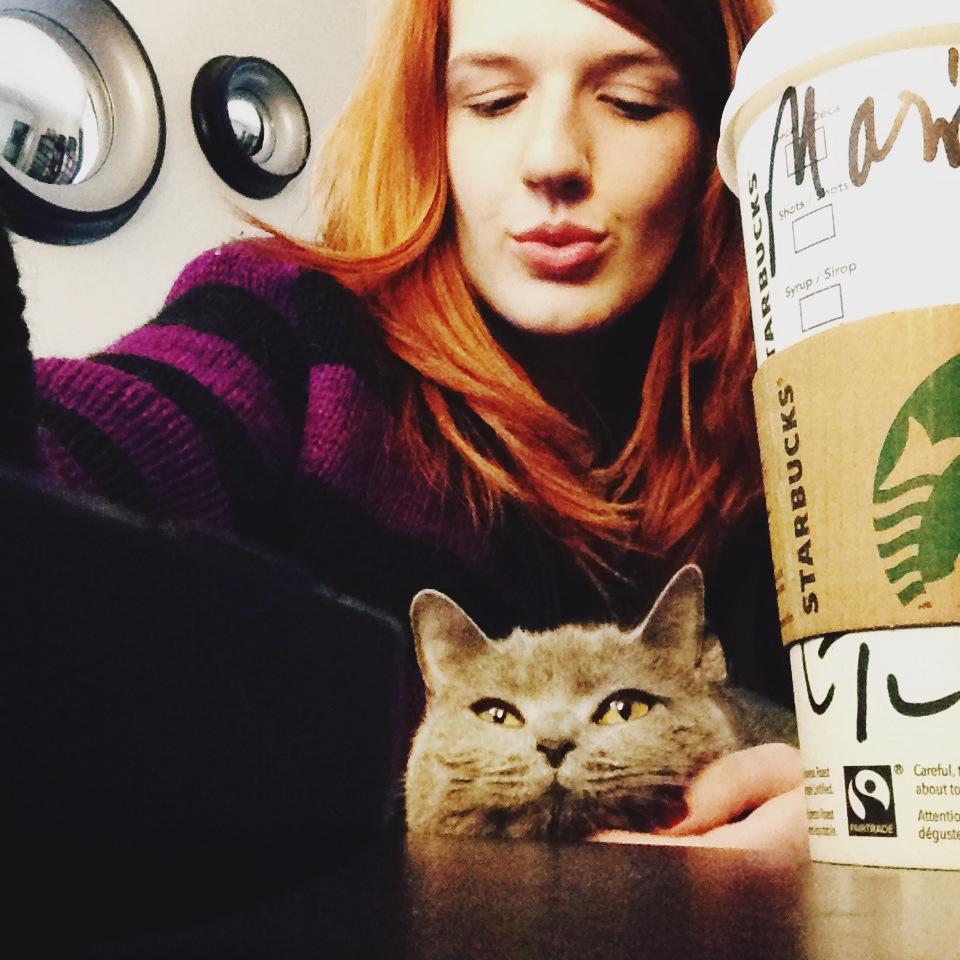 J'adore la tête du chat sur cette photo!