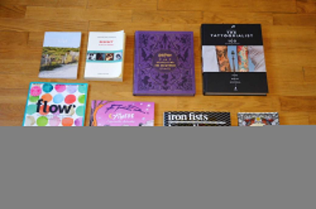 Des livres, des magazines et des carnets