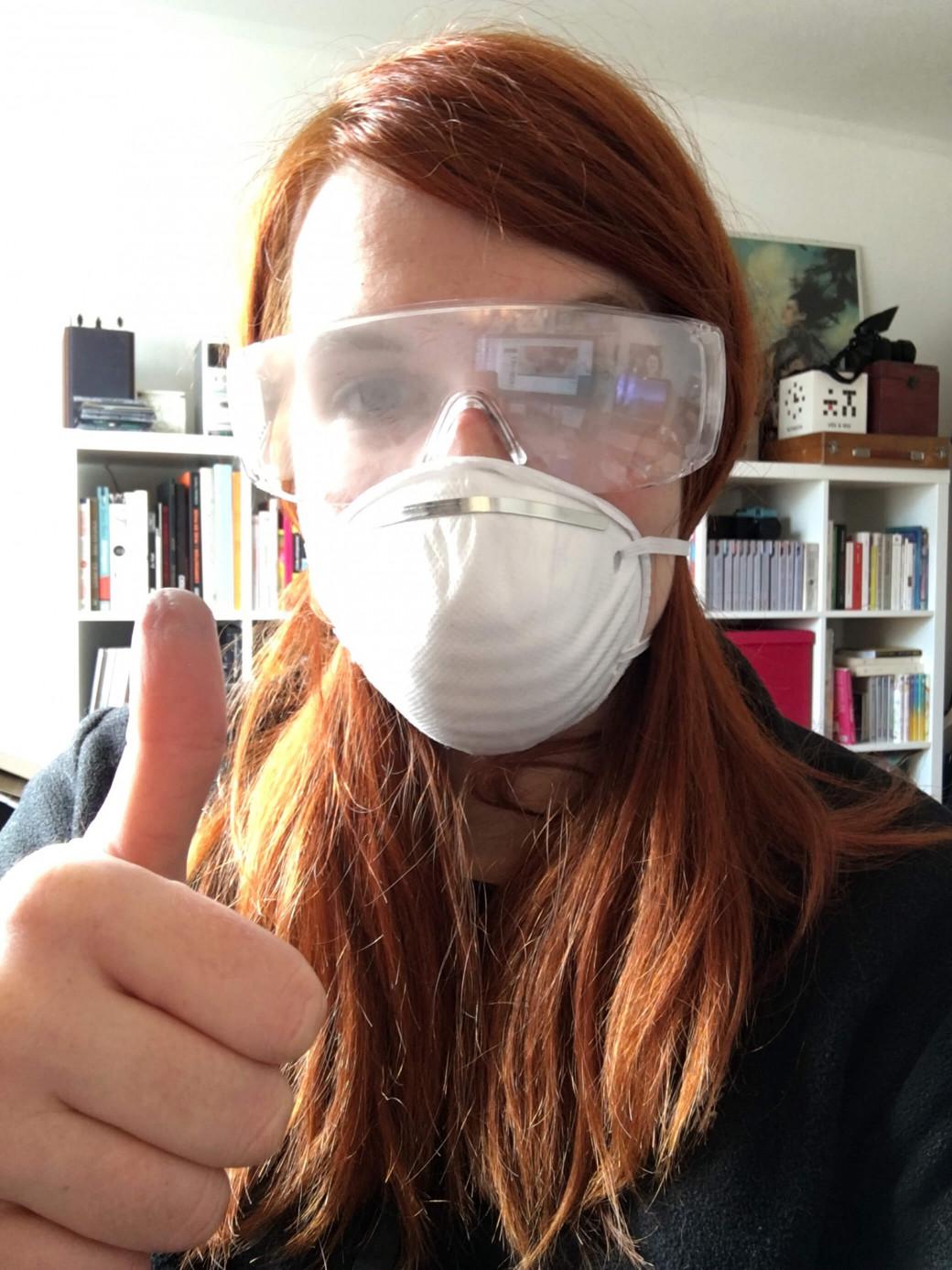 Le port d'un masque et de lunettes de protection est recommandé