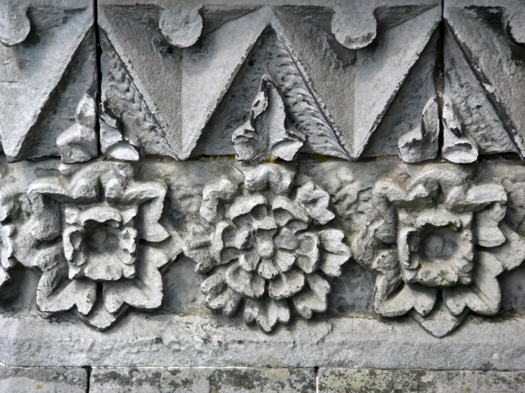 Roses sculptées
