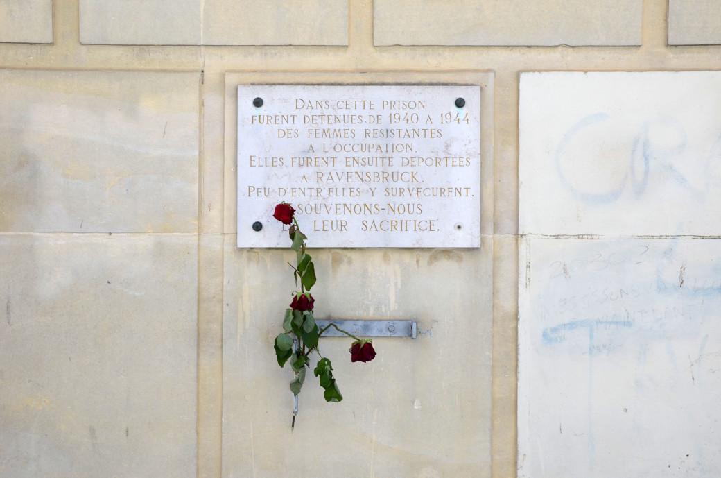 Rennes –Prison des femmes, plaque en mémoire des résistantes déportées à Ravensbrück