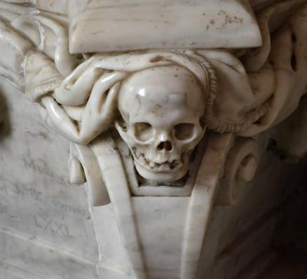 Crâne en marbre.